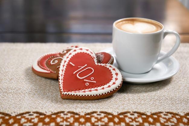 Kopje koffie met koekjes