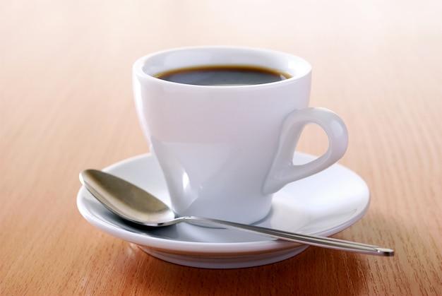 Kopje koffie op de tafel