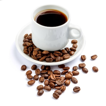 Kopje koffie op witte achtergrond