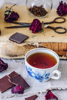 Kopje thee met chocolade