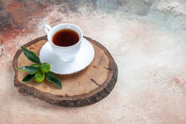 Kopje thee op grijs