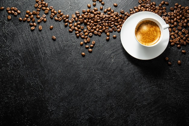 Kopje verse koffie geserveerd in cup