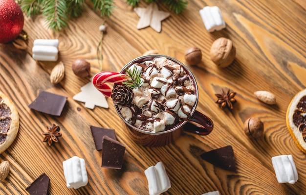 Kopje warme chocolademelk met marshmallows
