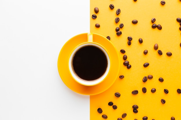 Kopje zwarte koffie met kopie ruimte