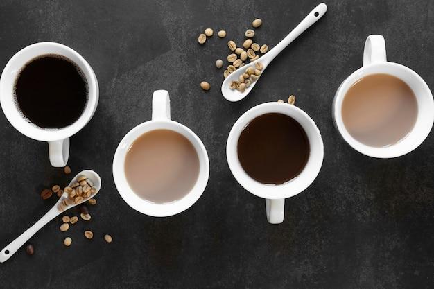Kopjes koffie op tafel