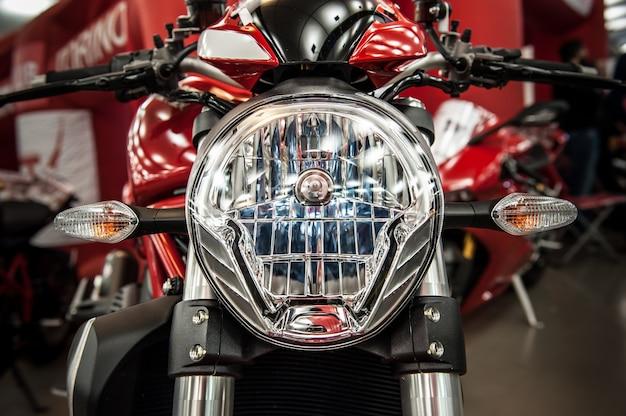 Koplamp van een moderne motorfiets