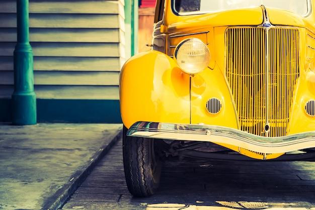 Koplamplamp van vintage klassieke auto