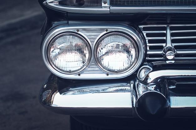 Koplamplamp vintage klassieke auto - vintage effectstijlfoto's. de levensstijl van het motoridee
