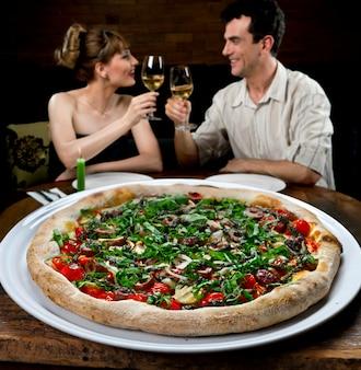 Koppel in pizzeria