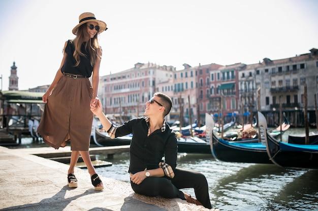 Koppel op een huwelijksreis in venetië