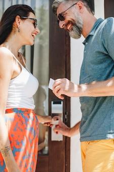 Koppel op een huwelijksreis