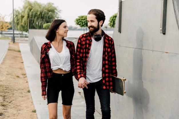 Koppel samen in het skatepark