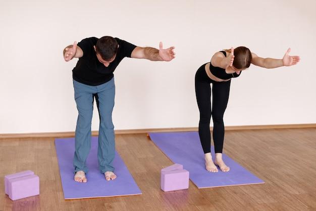 Koppel yoga in de studio