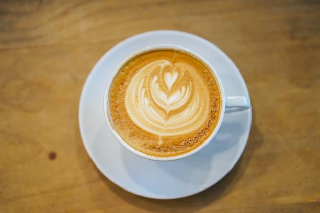 Koppen van lattekunst op houten lijstachtergrond, hoogste mening.