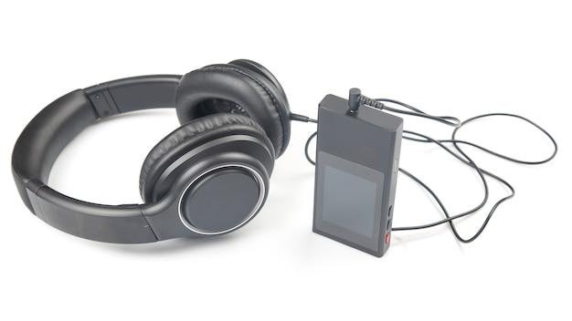 Koptelefoon om naar muziek te luisteren met een digitale audiospeler