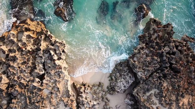 Koraal ontmoet golven