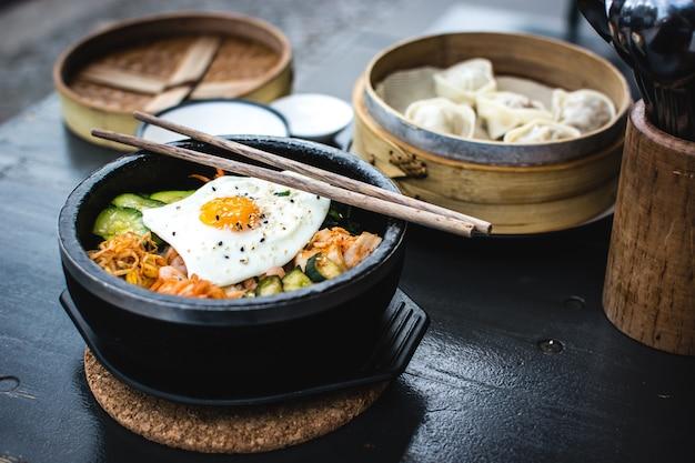 Koreaanse bibimbap en dim sum