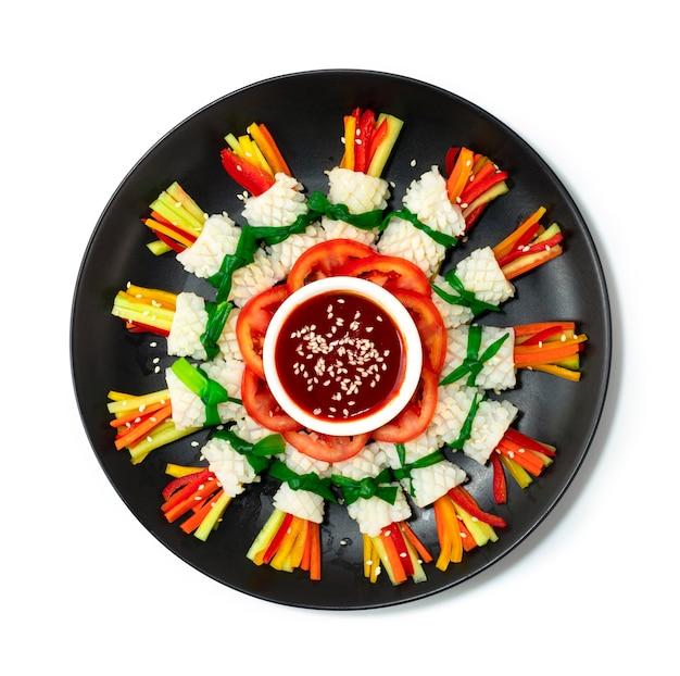 Koreaanse inktvissalade nakji koude salade koreaans eten voorgerecht stijl versieren groenten bovenaanzicht vegetables
