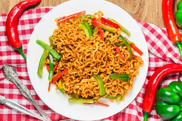 Koreaanse instant noodles pittige instant noedels