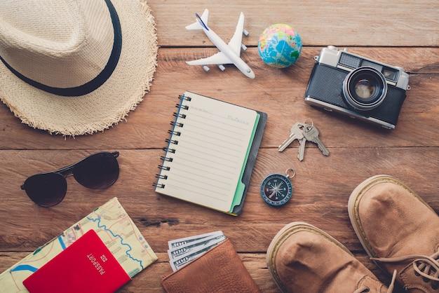 Kostuums voor reisaccessoires. paspoorten, bagage, de kosten van reiskaarten die voor de reis zijn opgesteld