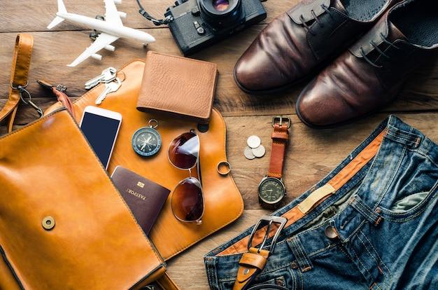 Kostuums voor reisaccessoires. paspoorten, bagage, de kosten van reisplannen die voor de reis zijn voorbereid
