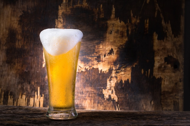 Koud bier met achtergrond