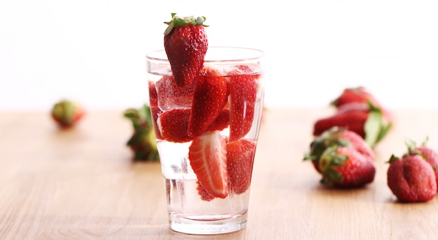 Koud drankje met aardbeien