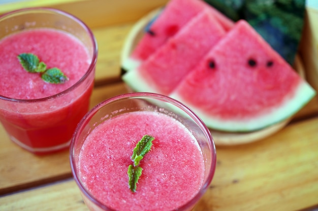 Koud en vers watermeloen smoothie