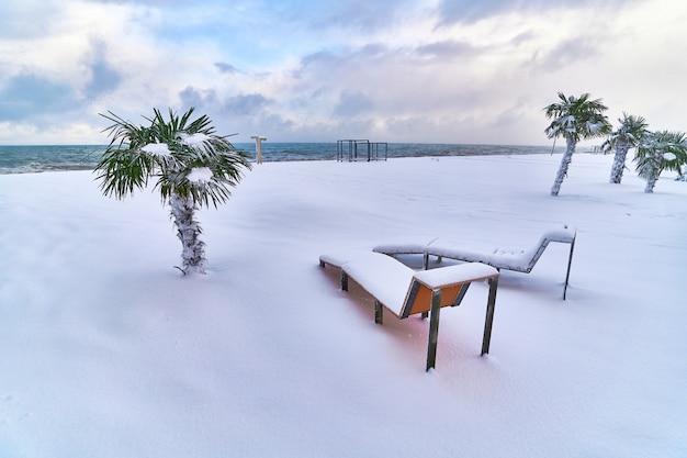Koud ongebruikelijk weer in tropen in de winter