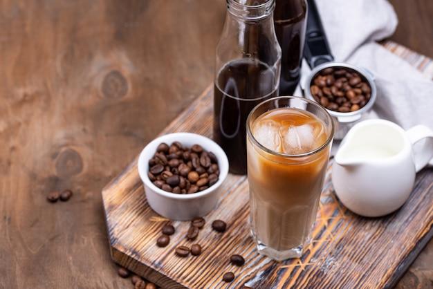 Koud zet koffie met ijs en melk