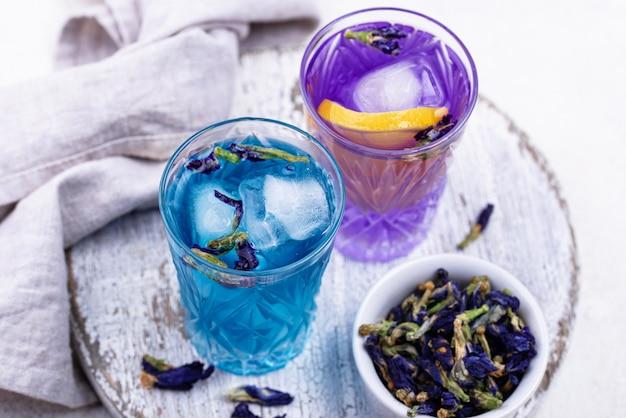 Koude blauwe en paarse thee vlinder erwt