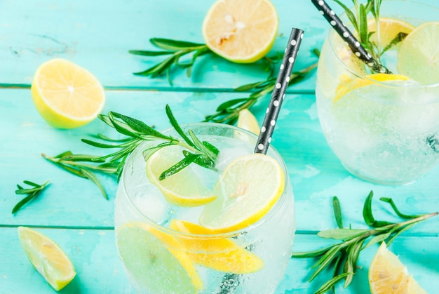 Koude limonade en wodkacocktail