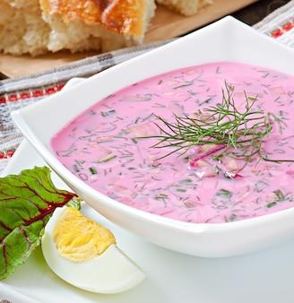 Koude soep met rode biet en yoghurt