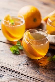 Koude thee met sinaasappel
