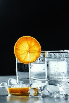 Koude wodka in borrelglaasjes