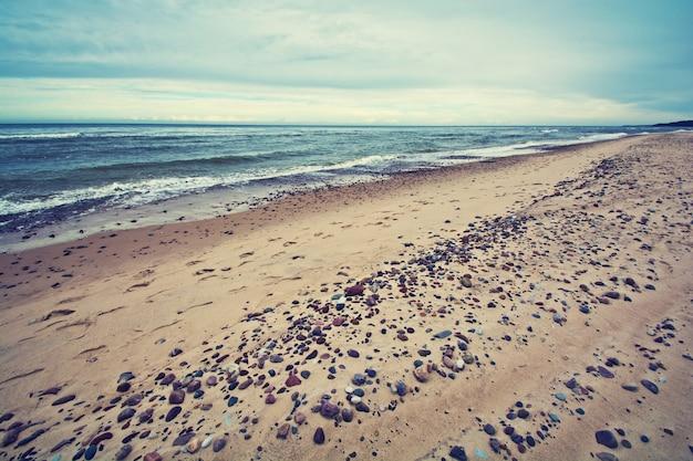 Koude zee in vintage kleuren.