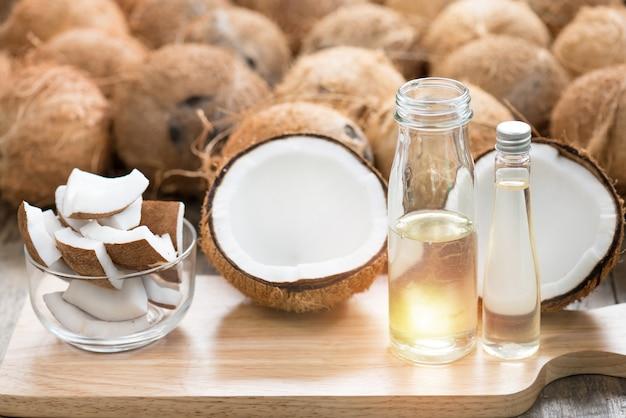 Koudgeperste kokosolie wordt gemaakt van rijpe kokosnoot