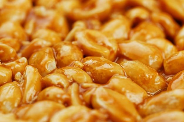 Kozinaki van gouden, geroosterde pindabonen