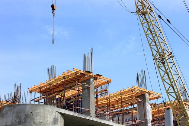 Kraanelementen bij het bouwen in de stad