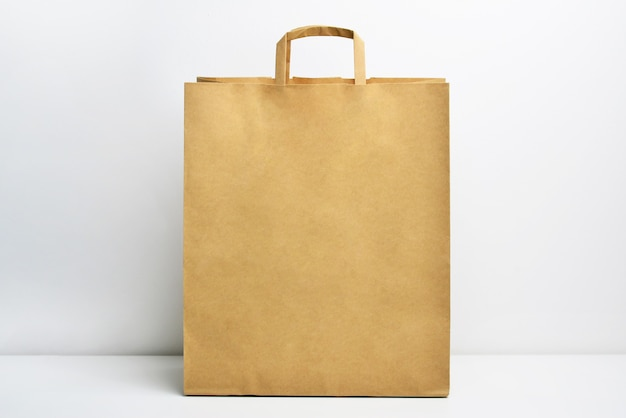 Kraft bruine papieren boodschappentas Premium Foto
