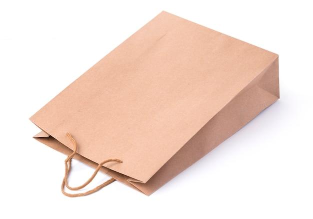 Kraft papieren zakken geïsoleerd op witte achtergrond