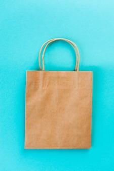 Kraft tas. eco-verpakking om te winkelen.