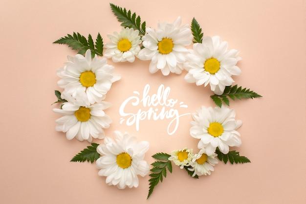 Krans van bloemen met hallo lente