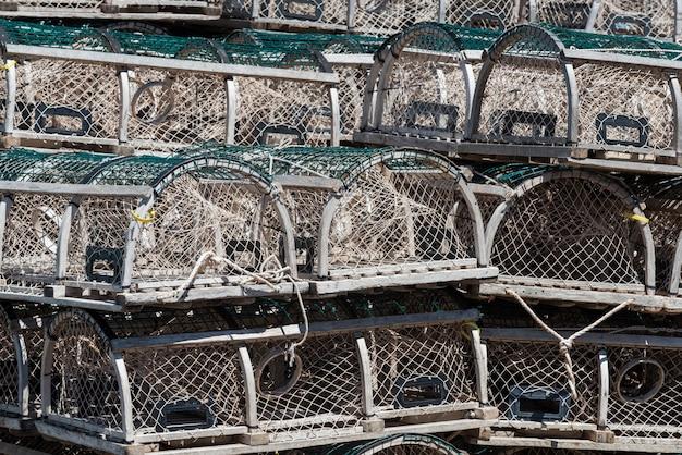 Kreeft vallen gestapeld in de haven, cabot beach provincial park, malpeque bay, prince edward island, ca