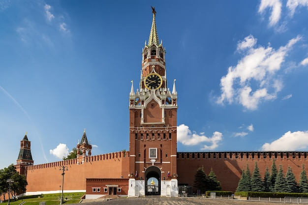 Kremlin moskou spasskaya klokkentoren poort icoon van de redder van smolensk travel