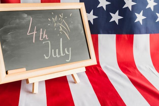 Krijtbord met 4 juli-teken