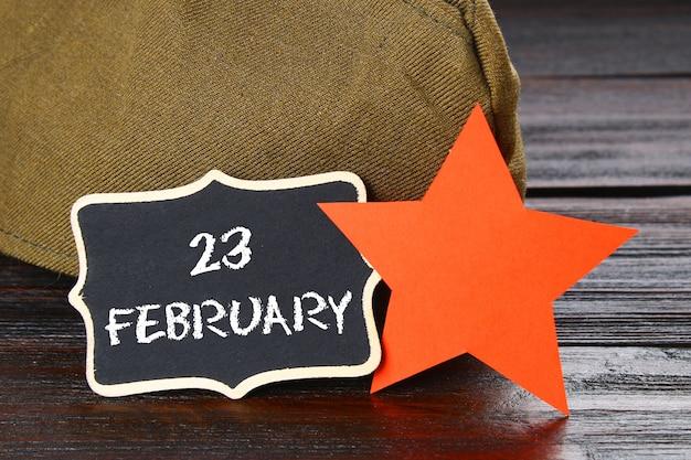 Krijtbord met tekst: 23 februari. defender of the fatherland day.