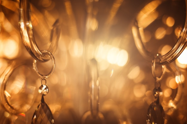 Kristalkroonluchter close-up. glamour achtergrond met kopie ruimte