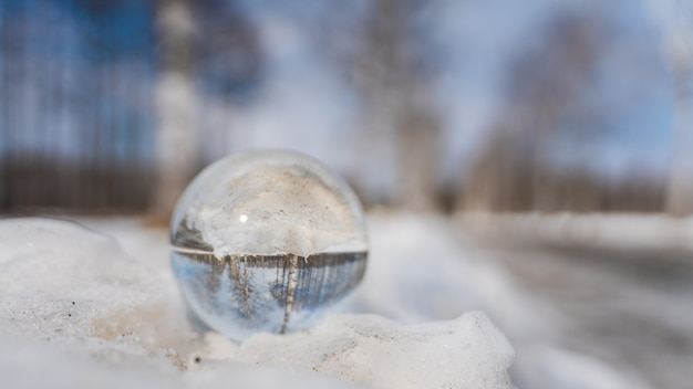 Kristallen bol met winterlandschap