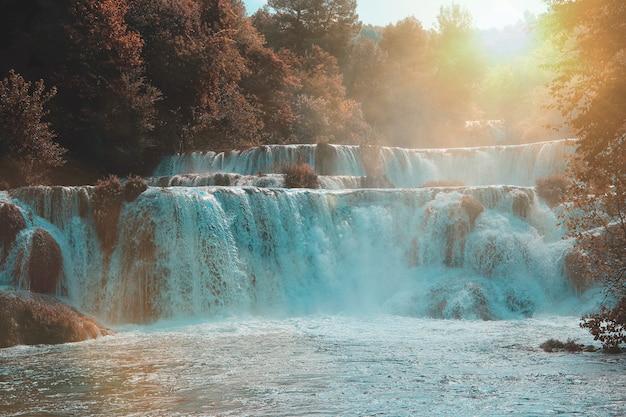 Krka-watervallen in nationaal park krka, kroatië
